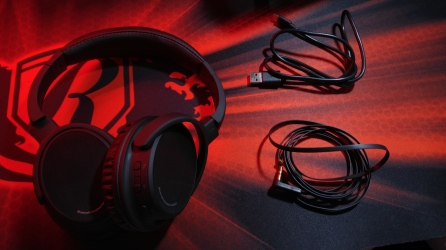Photive BTH3 Headphones With Accessories